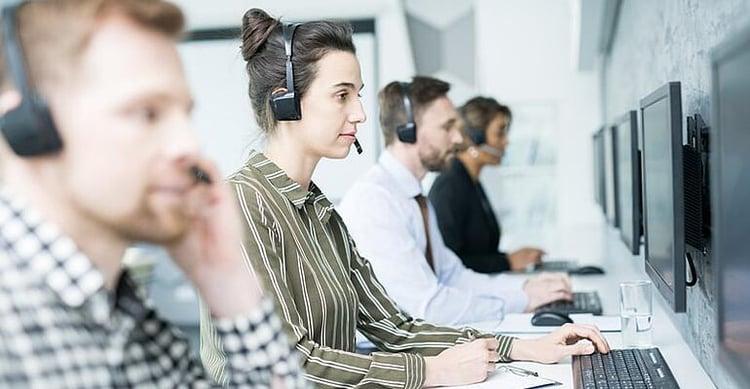 customer-service-operator-G7LFKNM (1)-min (1)