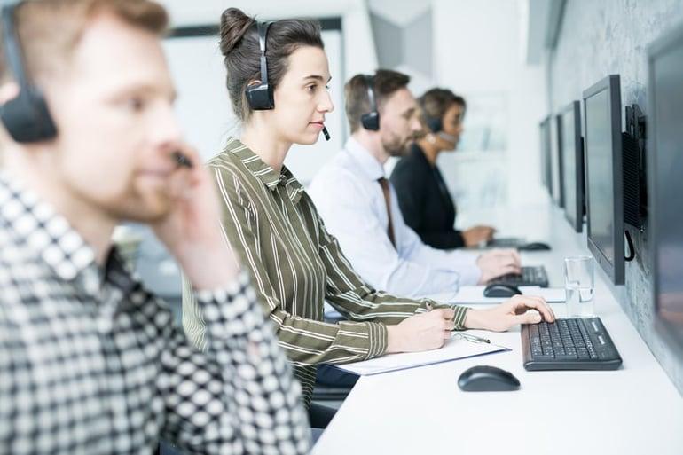 customer-service-operator-G7LFKNM (1)-min