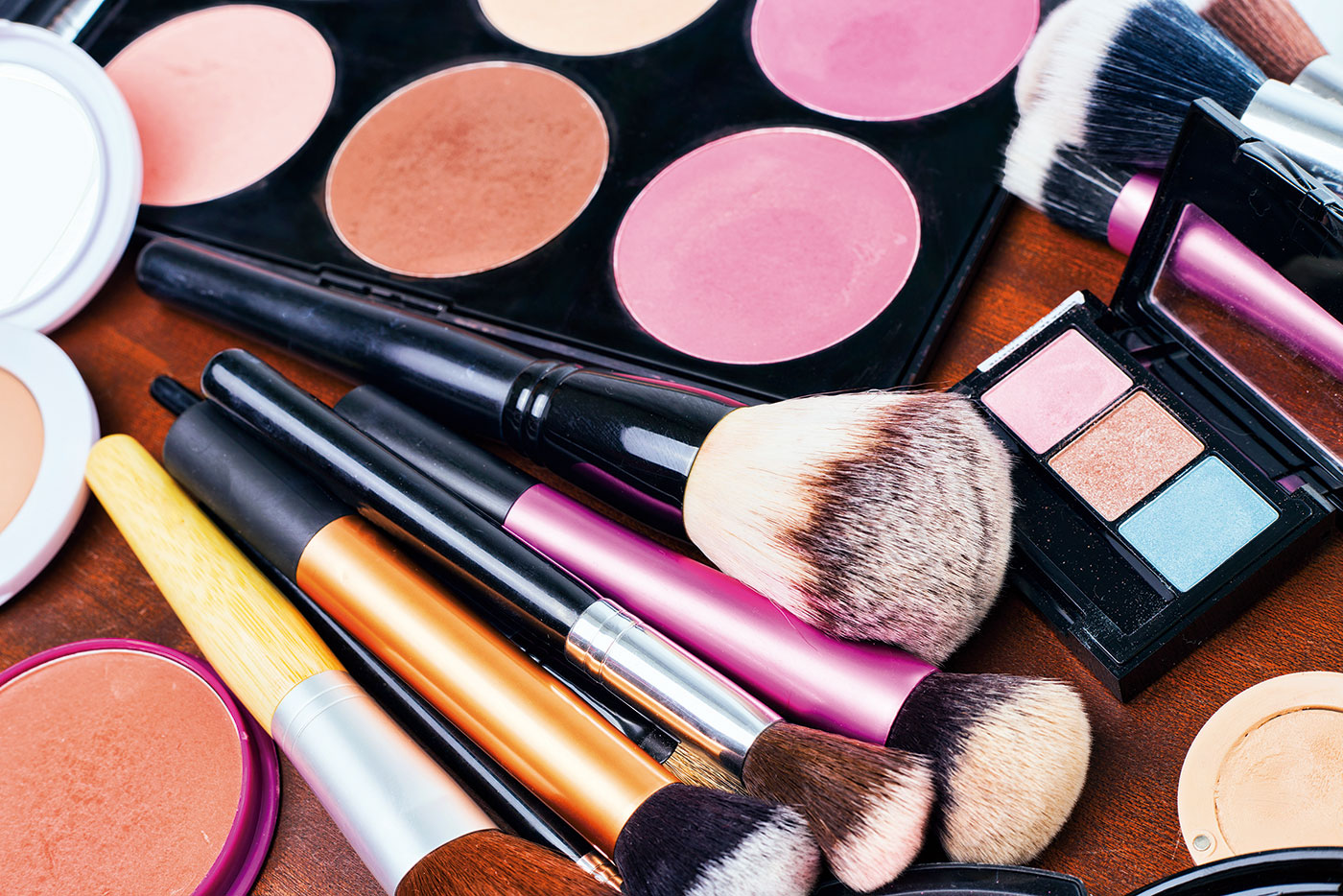 Global Cosmetic Leader Shifts to a Hybrid Shared Services Model